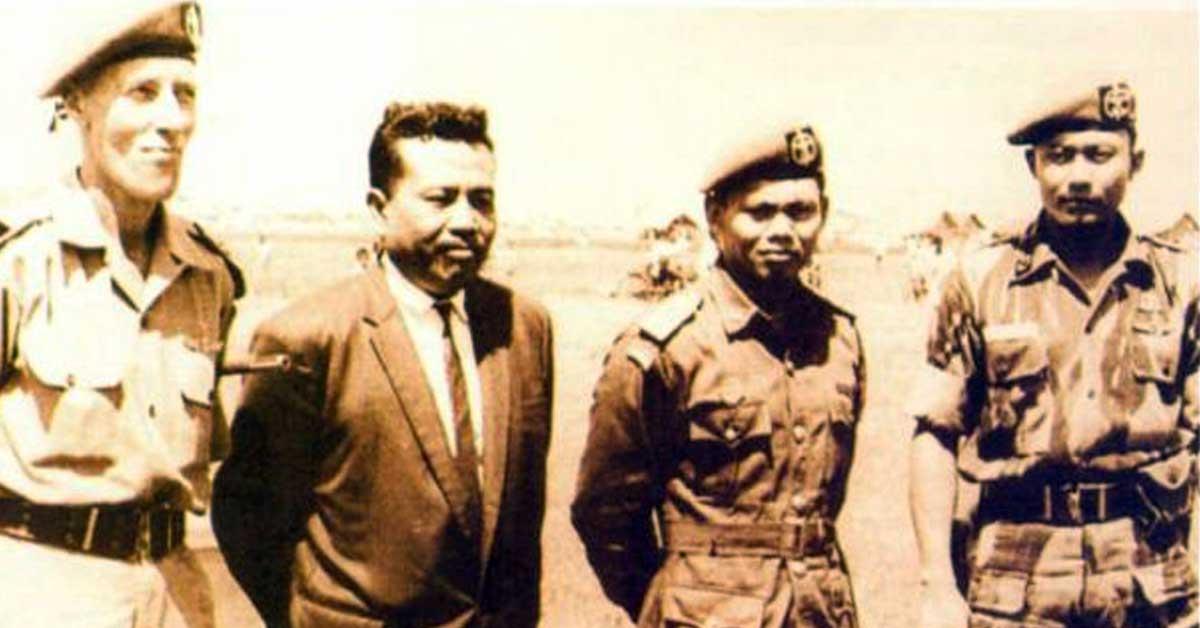 Sarwo Edhie Wibowo (paling kanan). Foto: Dok. Keluarga Idjon Djanbi.