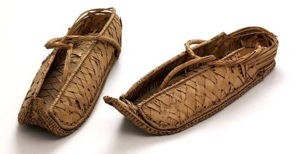 Sepatu Mesir, sumber historia.id