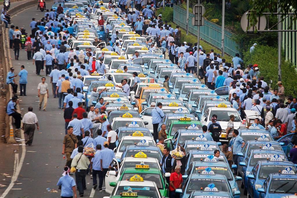 Mengatasi Kisruh Taksi