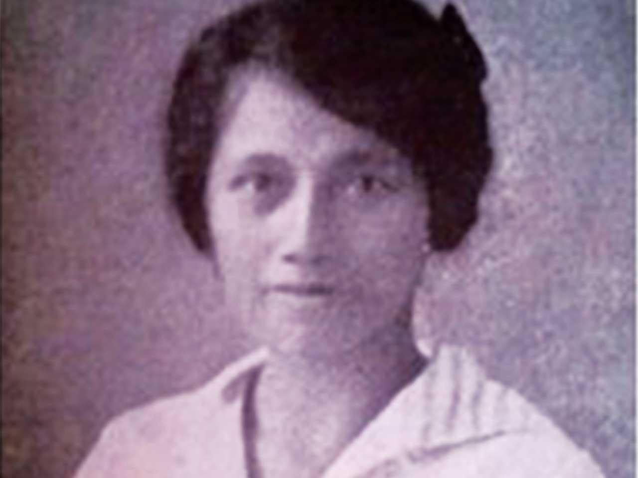 Dokter Perempuan Pertama Indonesia