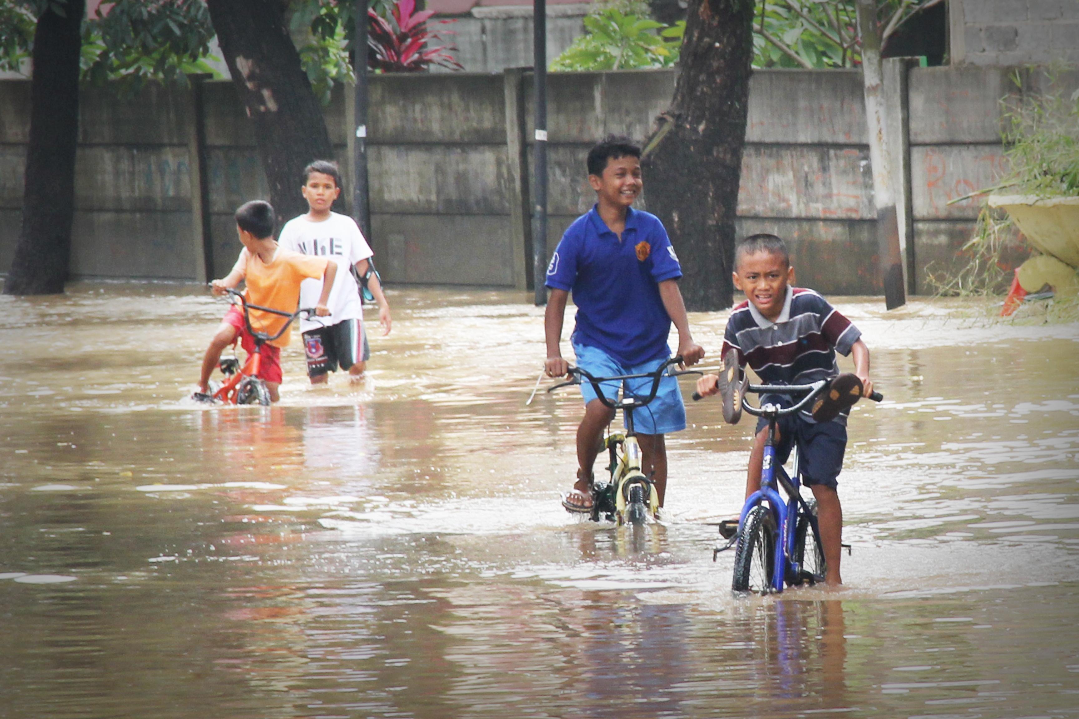 Air Mengalir Sampai Banjir