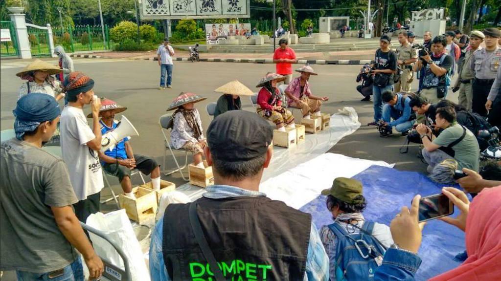 Api Kartini dalam Perjuangan Petani Kendeng