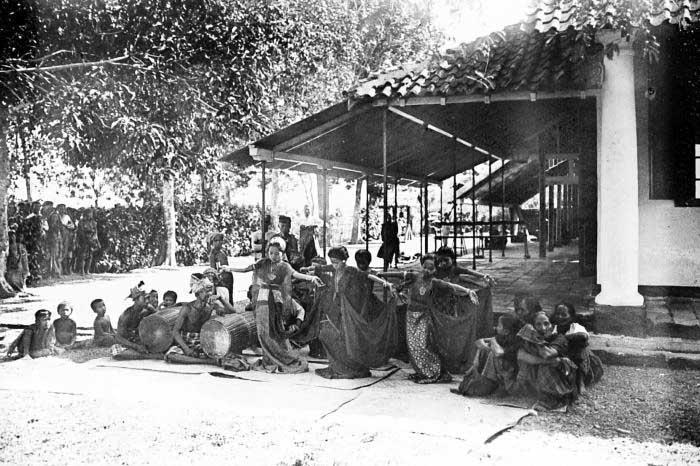 Lemahnya Lelaki dalam Kesenian Makassar
