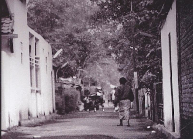 Mengintip Jawa dari Pintu Belakang