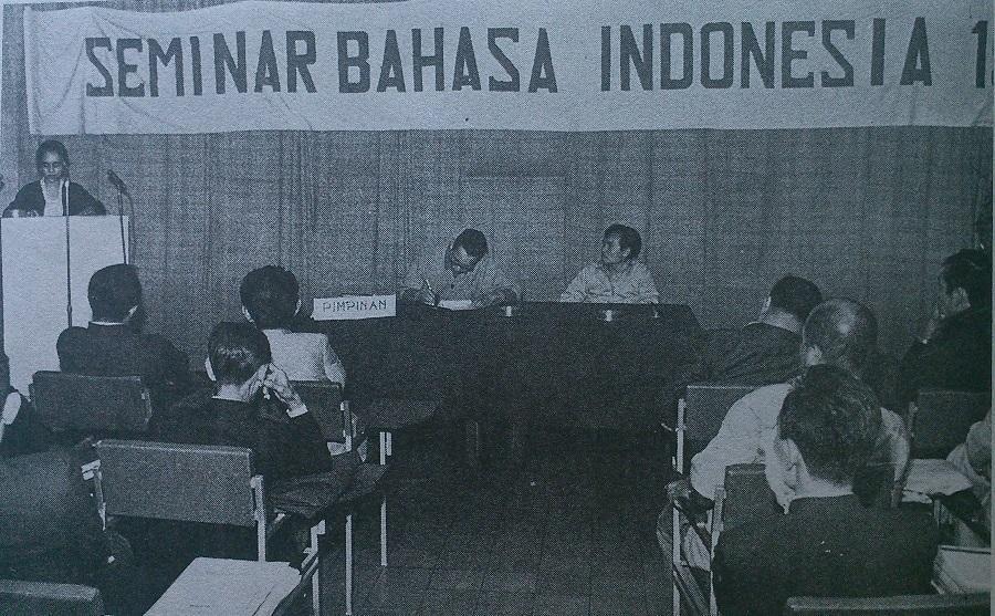 Bahasa Indonesia yang Terdesak Bahasa Asing