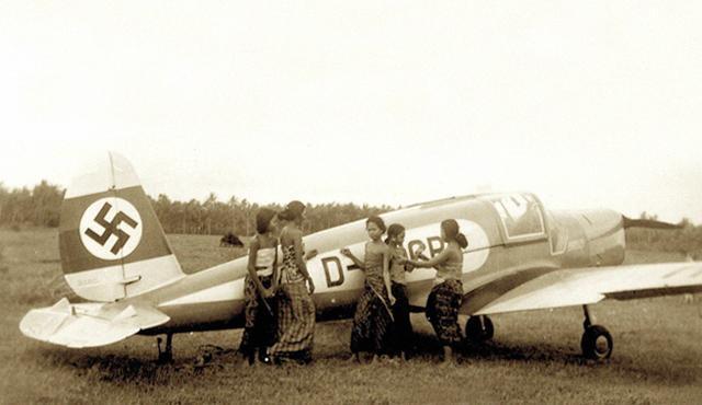 Pesawat Berlambang Nazi di Bali