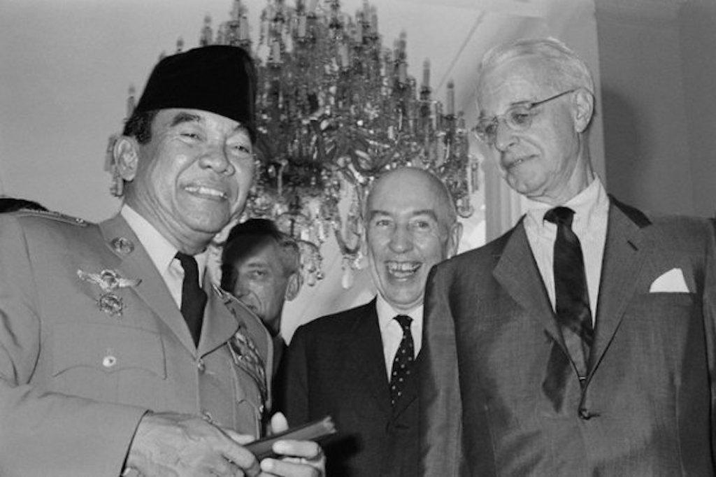 Rupiah Lumpuh, Sukarno Jatuh