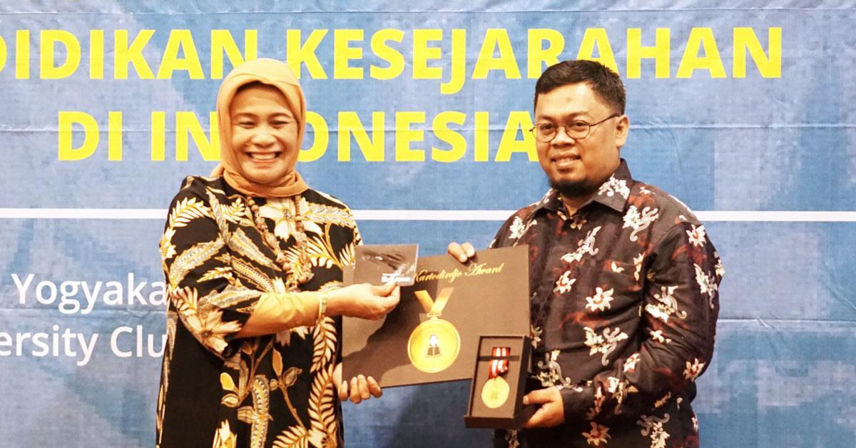 Penghargaan Pertama Bagi Pegiat Sejarah