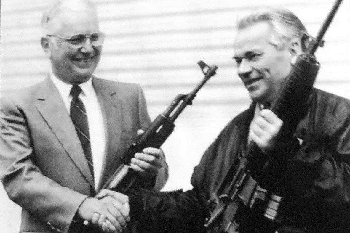 Benarkah Kalashnikov di Balik Lahirnya AK-47?