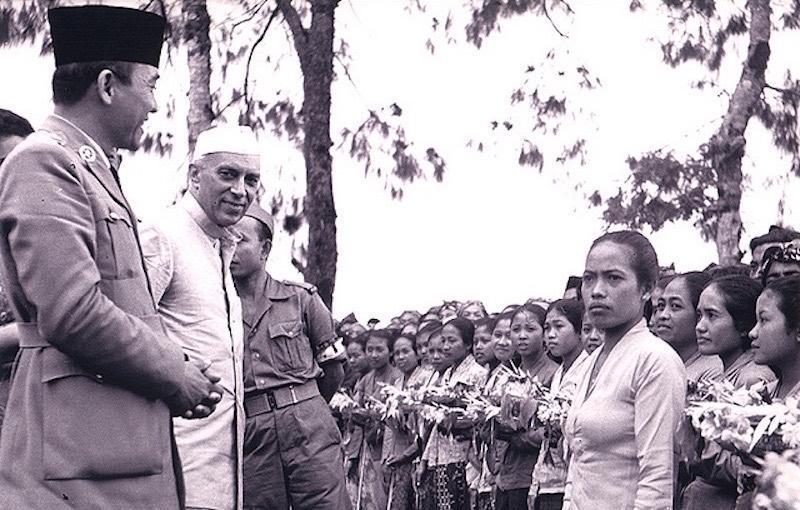 Nehru Makan Rebung