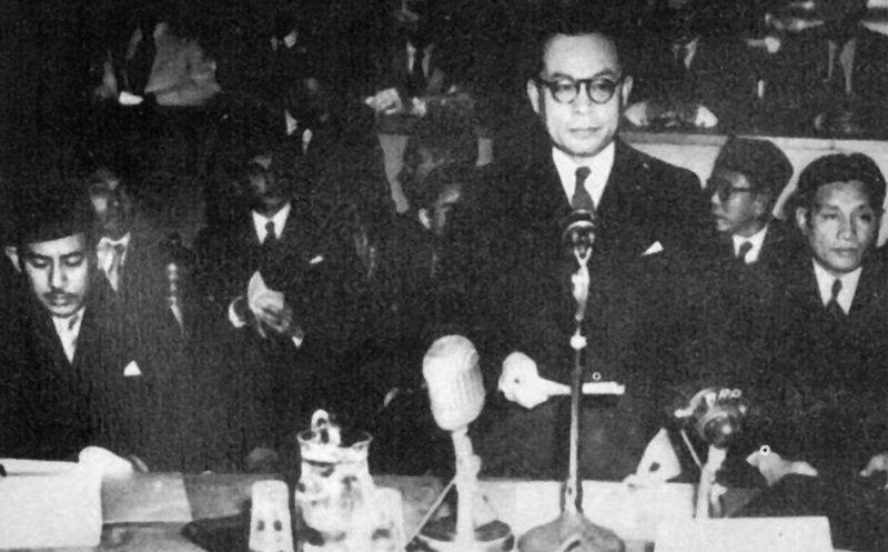 Drs Mohammad Hatta, ketua delegasi Republik Indonesia dalam Konferensi Meja Bundar di Den Haag, 1949.